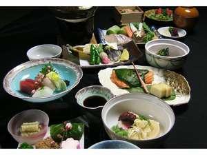 お花見はぜひ京都へ!ご宿泊はぜひ洛兆で!京会席をゆっくり部屋食♪