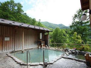 爽やかな風を感じながら野趣あふれる露天風呂