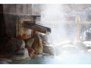ほっこり感漂う湯口からの温泉