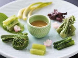 素材そのものを味わって頂く♪ 季節感溢れる春の前菜一例