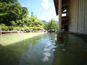 内湯とは別の泉質の温泉が味わえます。
