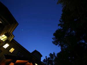 ホテル玄関前の満天の星空