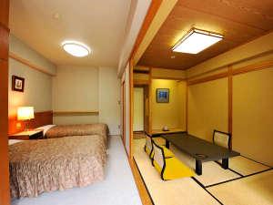 ツインベッドと6帖和室の和洋室