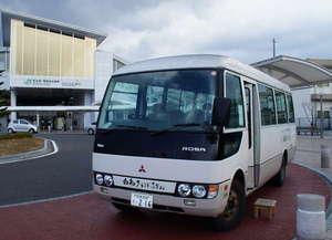松本駅アルプス口に待機中の送迎マイクロバス
