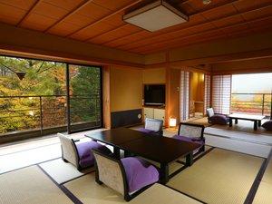 居ながらに紅葉が贅沢に眺められる二間続き角部屋一例※2017.10.25撮影