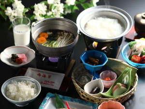 胃に優しい温泉粥など和朝食一例