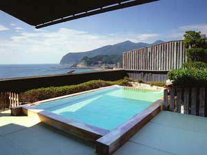 姫の湯『露天風呂』※空の色と山々が四季を彩っています。