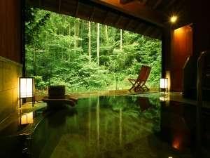 「詩季亭」専用貸切露天風呂「山水」 天城に連なる自然林を見ながら温泉と森林浴を同時に楽しむ