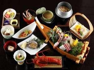 季節感を出すことを大切にしており 味だけでなく見た目にも美しい料理をお出しします。