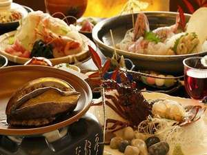 【夕食】季節の懐石料理(一例:伊勢エビ・アワビ付)