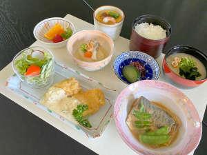 【夕食御膳付きプラン】朝早くご出発の方にオススメ!お料理はリーズナブルにお召し上がりいただけます。