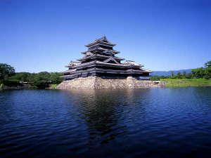 「松本城」現存する五重六階の天守の中で日本最古の国宝のお城
