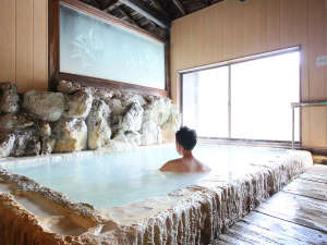 温泉成分で出来た自然のままの白い造形と白い温泉を満喫して下さい