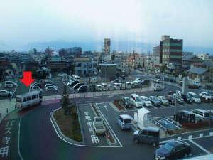 松本駅西口送迎バスの待機場所 ※赤い矢印