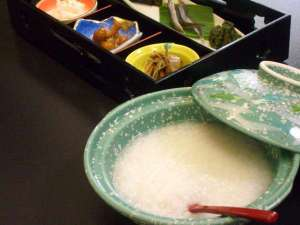 源泉で炊いた温泉粥は胃に優しい♪