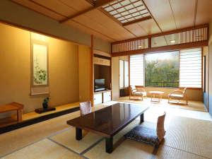 新館(東館)のお部屋一例大きな窓がある解放感のあるお部屋