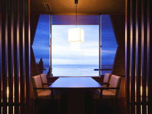 お食事処・共楽の5卓しかない「海側半個室」でのんびりご夕食~【5卓限定プラン。。。】で指定できます♪