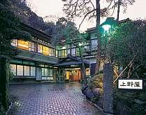 大正〜昭和初期に建てられた木造和風建築の宿。懐かしい趣きが若い女性に人気