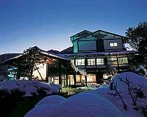 奥飛騨-新平湯温泉の高台。木々に囲まれたとても静かな場所の宿です。