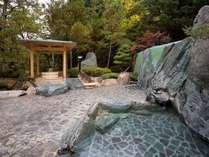 自然を眺めのんびり♪ ヒノキの露天風呂でリラックス♪♪