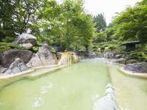混浴露天風呂「うぐいすの湯」は源泉から2mです。