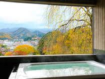 【無料☆眺望貸切風呂-櫻-】高山の町を一望!秋には町並みのそこここに、赤や黄色の彩りが・・・♪