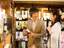 ホテルに併設のお土産処は7000アイテムが並ぶ県内最大規模!飛騨に13ある酒蔵の地酒も多く取り揃える。