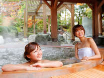 本陣大浴殿 露天風呂は四季折々の美しさが楽しめます。