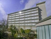 天領閣外観◆日本庭園が臨める客室もあります