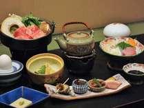 飛騨牛すき焼き・前菜・小鉢・炊合・蒸物・向付などコース料理です。