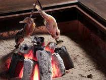 *炭火でじっくりと焼き上げられた郷土の味をお楽しみください。