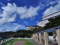 空と海一望の絶景とともにすごすリゾートステイをお楽しみください[外観]