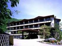 平湯バスターミナルまで徒歩5分!湯量豊富な掛け流し温泉と絶品の飛騨牛料理を楽しめる老舗旅館。