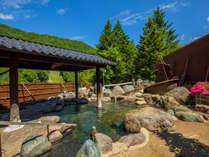 雄大な山々を望む、開放的な大庭園露天風呂
