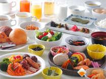 朝食バイキングは約30種。和食・洋食お好きなものをお召し上がりいただけます。