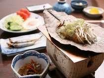 飛騨の郷土料理、朴葉みそ焼はあつあつ御飯との相性抜群!朝から食欲倍増です(一例)