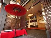 熱海駅や繁華街・観光スポットも徒歩圏内。繁華街奥まった場所にある、隠れ家的なお宿です。