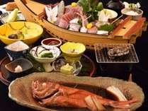 スタンダードプラン。伊豆生地金目鯛姿煮や鮑の踊り焼き+朝どれ地魚のお造りなど