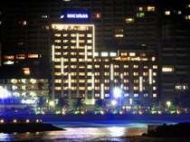 ホテル ミクラス外観(夜):まったく新しいシティーリゾートコンセプトホテル。